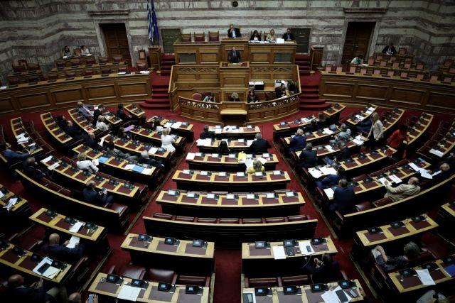 Βουλή: Πυρά μεταξύ κυβέρνησης και αντιπολίτευσης για το Πολυνομοσχέδιο | tovima.gr