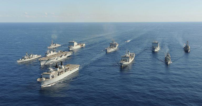 Στενά του Ορμούζ: Συνωστισμός πολεμικών πλοίων ΗΠΑ και Βρετανίας   tovima.gr
