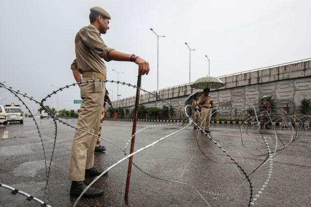 Ινδία: Νεκρός διαδηλωτής μετά την άρση αυτονομίας στο Κασμίρ   tovima.gr