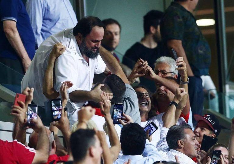 Ο πανηγυρισμός του Βαγγέλη Μαρινάκη στο γκολ του Μασούρα   tovima.gr