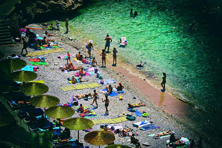 Η παραλία, ένας μεγάλος καθρέφτης | tovima.gr