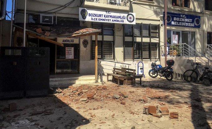 Τουρκία – σεισμός: Τραυματίες και εγκλωβισμένοι – Κατέρρευσαν 100 σπίτια   tovima.gr