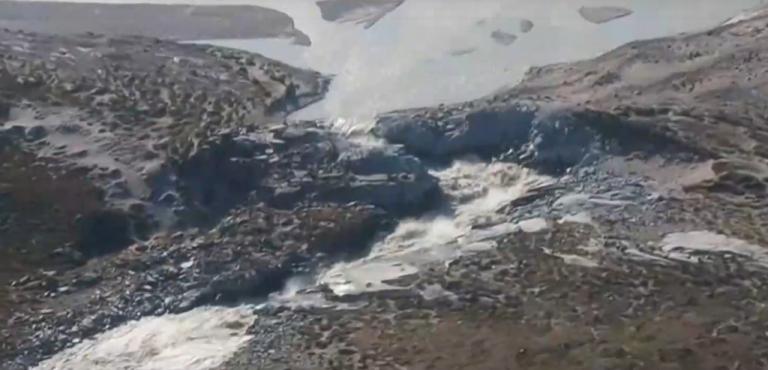 SOS από την πλανήτη: Ακραίο κύμα καύσωνα στη Γροιλανδία – Πύρινος εφιάλτης στη Σιβηρία   tovima.gr