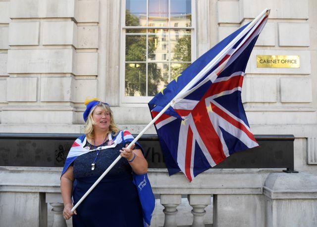 Ένας στους πέντε Βρετανούς μαζεύει τρόφιμα και φάρμακα υπό το φόβο άτακτου Brexit | tovima.gr