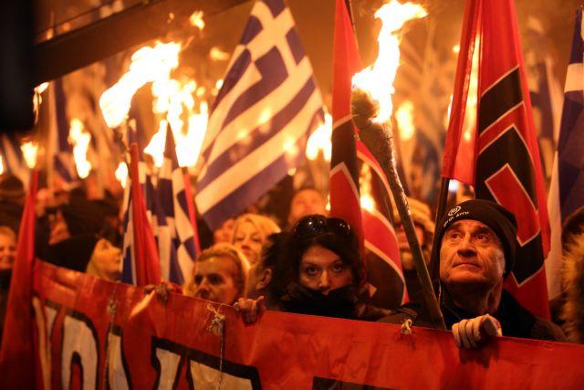 Χρυσή Αυγή: Κούνησαν μαντήλι σε γραφεία, στελέχη και ιστοσελίδα | tovima.gr