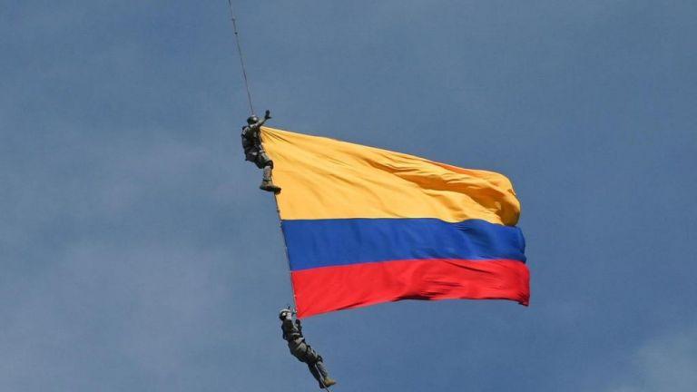 Κολομβία: Θανάσιμη πτώση δύο υπαξιωματικών της Αεροπορίας Στρατού από ελικόπτερο | tovima.gr