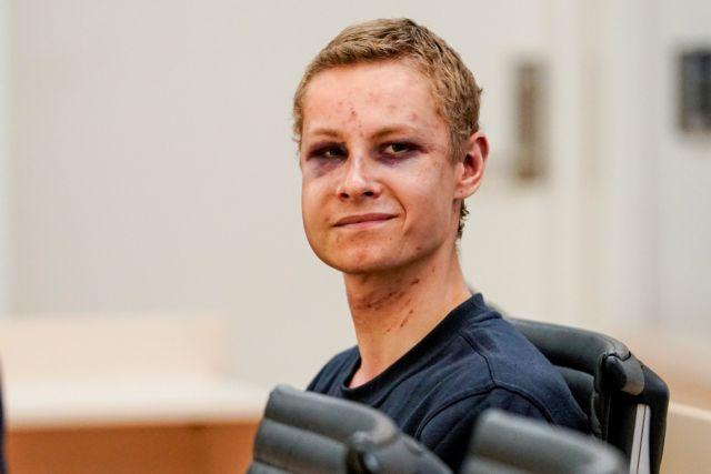 Χαμογελαστός εμφανίστηκε στο δικαστήριο ο ύποπτος της επίθεσης σε τζαμί στο Όσλο | tovima.gr