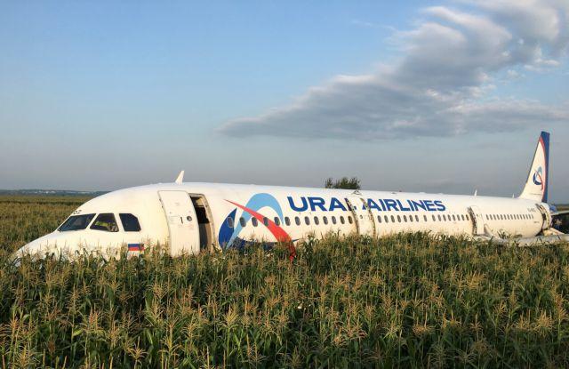 Ρωσία: Αναγκαστική προσγείωση αεροσκάφους – Πληροφορίες για τραυματίες   tovima.gr