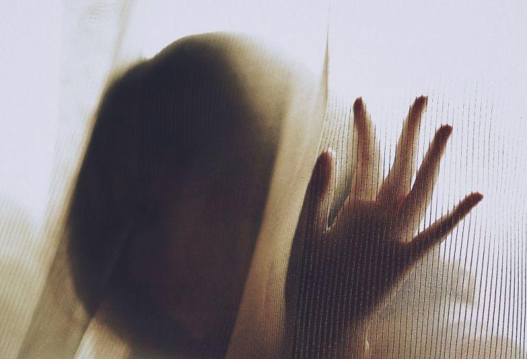 Ηλιούπολη: Κύκλωμα μαστροπείας, βιασμοί και ξύλο αποκαλύπτει η έρευνα της ΕΛ.ΑΣ | tovima.gr