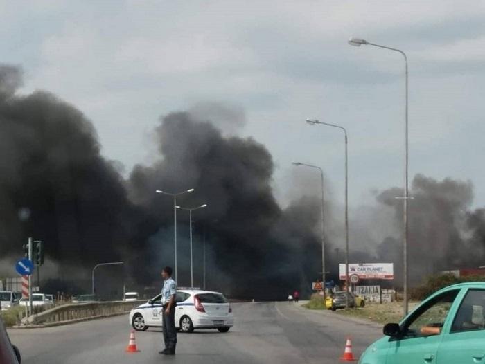 Θεσσαλονίκη: Φωτιά σε επιχείρηση κοντά στο αεροδρόμιο   tovima.gr