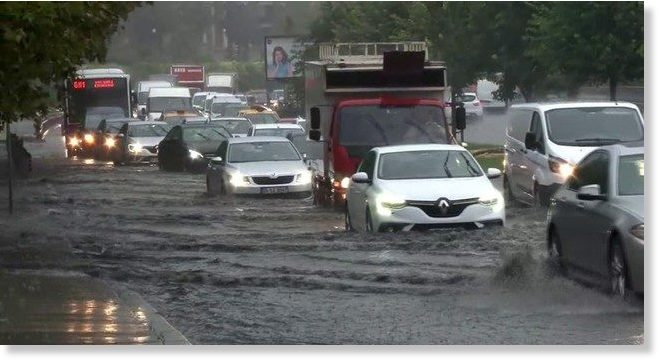 Σφορδή βροχόπτωση στην Κωνσταντινούπολη – Ενας νεκρός και καταστροφές | tovima.gr