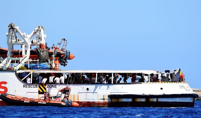 Το Open Arms δεν μπορεί να αποβιβάσει τους πρόσφυγες στην Ισπανία λόγω της κατάστασης έκτακτης ανάγκης | tovima.gr