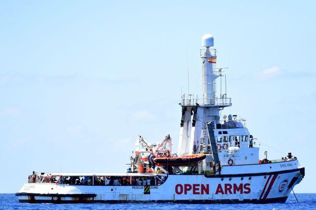 Open Arms: Ισπανία και Ιταλία έχουν συμφωνήσει την αποβίβαση των μεταναστών στη Μαγιόρκα | tovima.gr