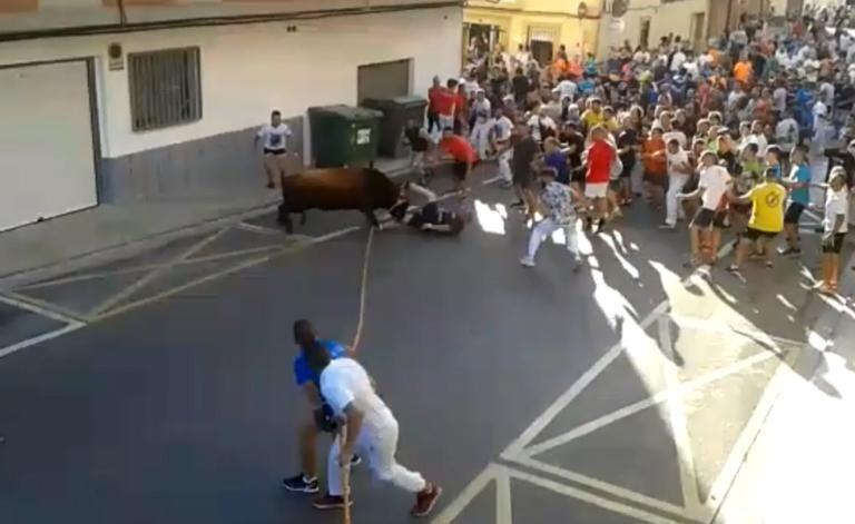 Ταύρος χτυπάει και σκοτώνει άνδρα στην Ισπανία | tovima.gr