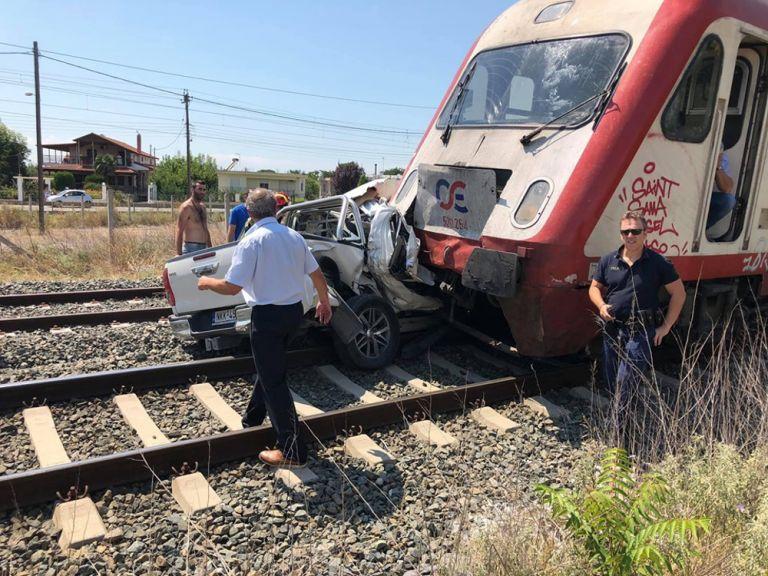 Θεσσαλονίκη: Αμορφη μάζα το αυτοκίνητο που συγκρούστηκε με τρένο | tovima.gr
