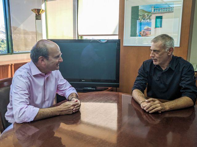 Τα ζητήματα του Πειραιά συζήτησαν Χατζηδάκης – Μώραλης | tovima.gr