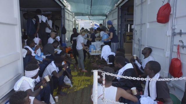 Τελειώνουν τα τρόφιμα στο πλοίο διάσωσης Ocean | tovima.gr