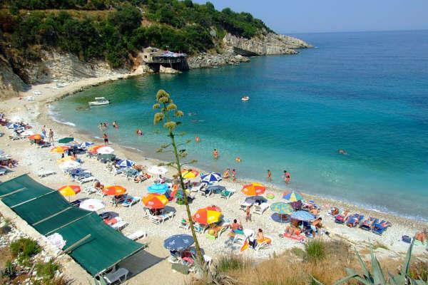 Airbnb: Κλείνεις για Κέρκυρα και μένεις στους Αγίους Σαράντα | tovima.gr