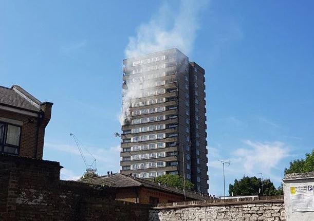 Λονδίνο: Φωτιά απέναντι από τον Πύργο Γκρένφελ | tovima.gr