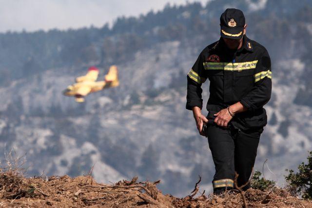 Περιορίστηκε η φωτιά στην Κέρκυρα – Επιστρέφουν στα σπίτια τους οι κάτοικοι | tovima.gr