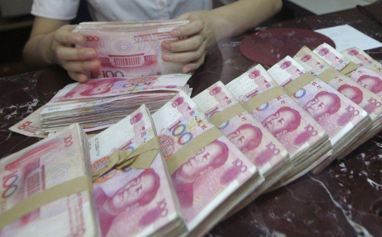 Ο εμπορικός πόλεμος ΗΠΑ-Κίνας βυθίζει το γουάν –  Στο χαμηλότερο επίπεδο από το 2008   tovima.gr