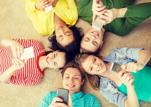 Τέλος στα social media για παιδιά κάτω των 15 ετών | tovima.gr