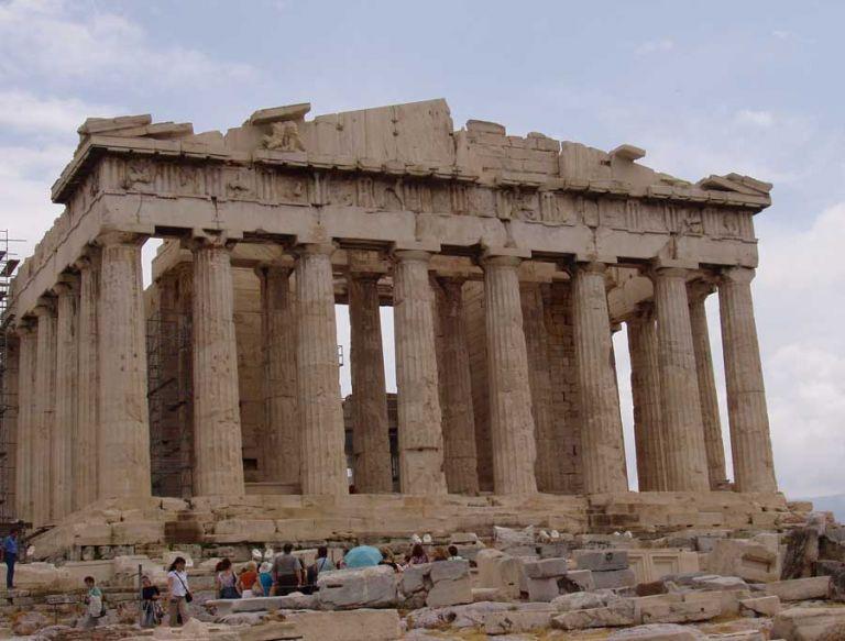 The Times : Ορόσημο στη μάχη της Ελλάδας για τα γλυπτά του Παρθενώνα η επιστροφή μετόπης από το Λούβρο | tovima.gr