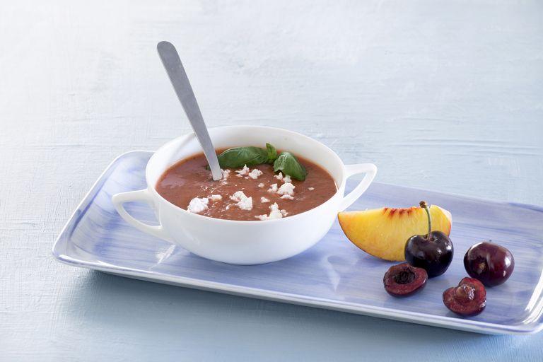 Σούπα ψητής ντομάτας με ροδάκινο και κεράσια | tovima.gr