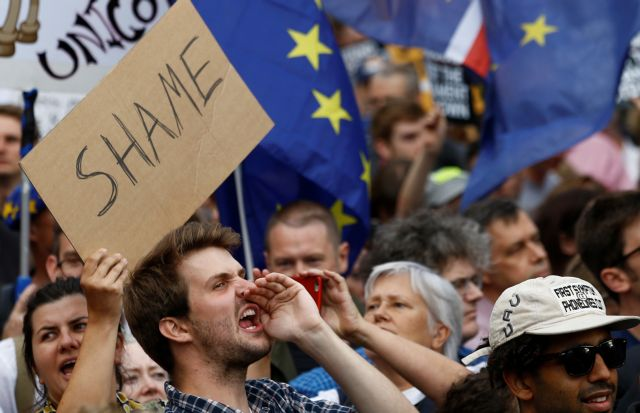 Βρετανία: Ο Μπόρις Τζόνσον, η Βασίλισσα, η πολιτική κανονικότητα και στη μέση το Brexit | tovima.gr