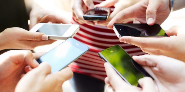 «Κολλημένοι» με τα social media;  Προσοχή κίνδυνος τεχνολογικού στρες!   tovima.gr