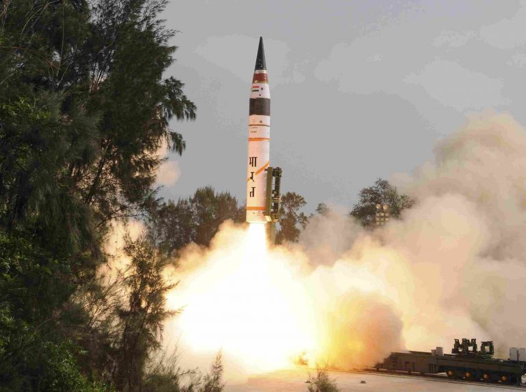 Τα πυρηνικά όπλα στο τραπέζι της διαμάχης Ινδίας-Πακιστάν | tovima.gr