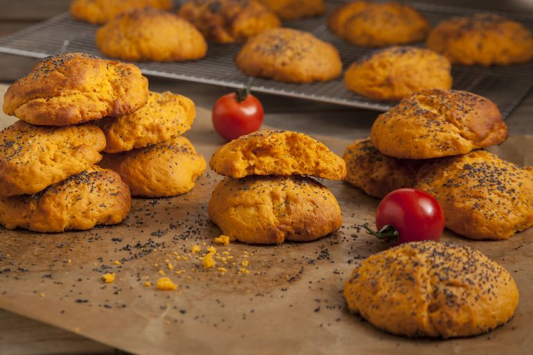 Ντοματοψωμάκια με παπαρουνόσπορο | tovima.gr