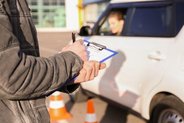 Ποιες αλλαγές φέρνει το ν/σ για τις άδειες οδήγησης που ψηφίστηκε στη Βουλή | tovima.gr