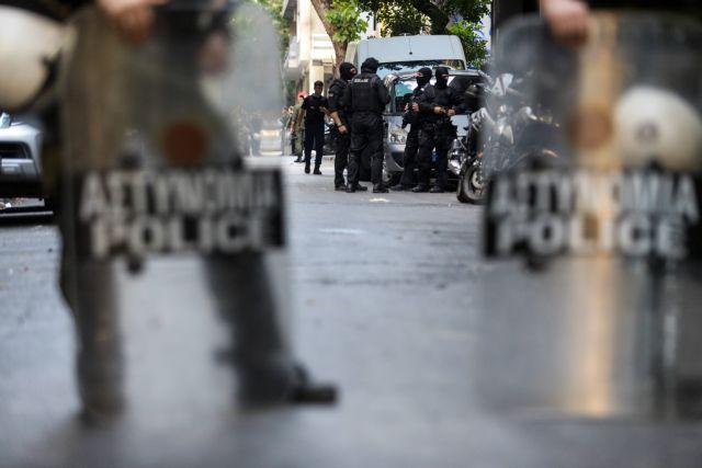 Στον Εισαγγελέα η έρευνα για την ομοφοβική επίθεση ΜΑΤ εναντίον πολιτών   tovima.gr