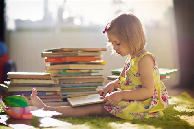 Γιατί τα κορίτσια τα καταφέρνουν καλύτερα στα σχολικά τεστ με διάρκεια | tovima.gr