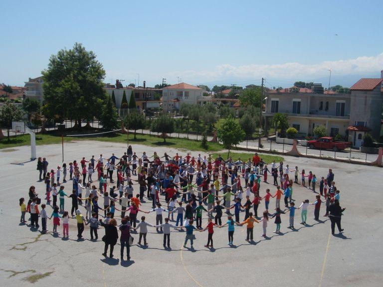 Αντισυνταγματική η αναγραφή θρησκεύματος και ιθαγένειας στο σχολείο | tovima.gr