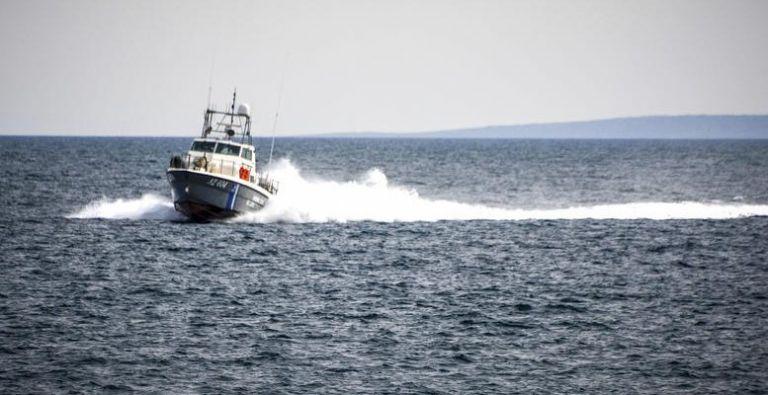 Σάμος: Πυροβολισμοί και καταδίωξη ταχύπλοου που μετέφερε μετανάστες   tovima.gr