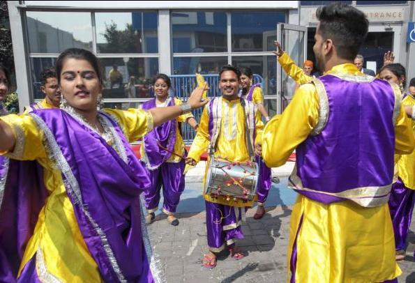 Η Ινδία στην 84η ΔΕΘ: Τα στέκια αλά Bollywood, η αεροδιαστημική και το σαλόνι κάνναβης | tovima.gr