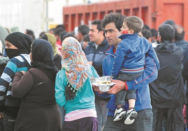 Το πάρτι με τα συσσίτια των προσφύγων | tovima.gr