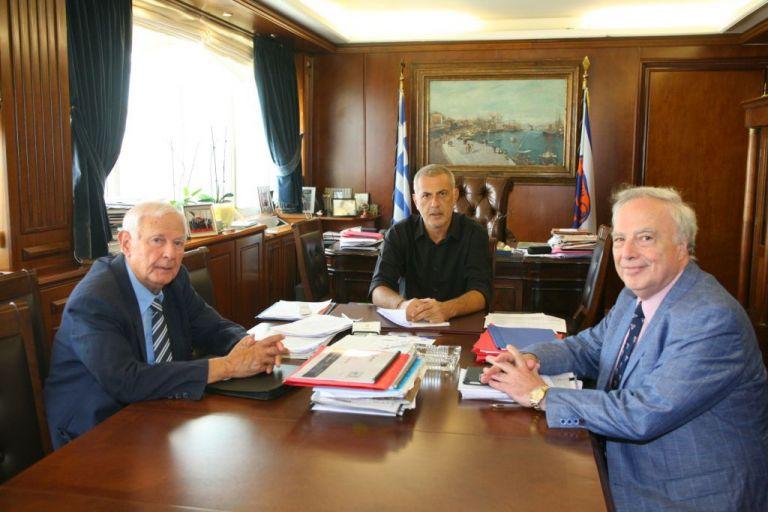 Συνάντηση Γιάννη Μώραλη με την Ένωση Εφοπλιστών Κρουαζιεροπλοίων και Φορέων Ναυτιλίας | tovima.gr