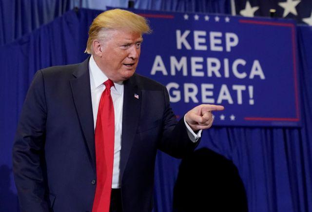 Τραμπ: Σε πτώση η δημοτικότητα του προέδρου των ΗΠΑ | tovima.gr