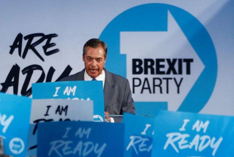 Βρετανία: Ο Φάρατζ πρότεινε στον Μπόρις Τζόνσον τη σύναψη «συμφώνου μη επιθέσεως» | tovima.gr