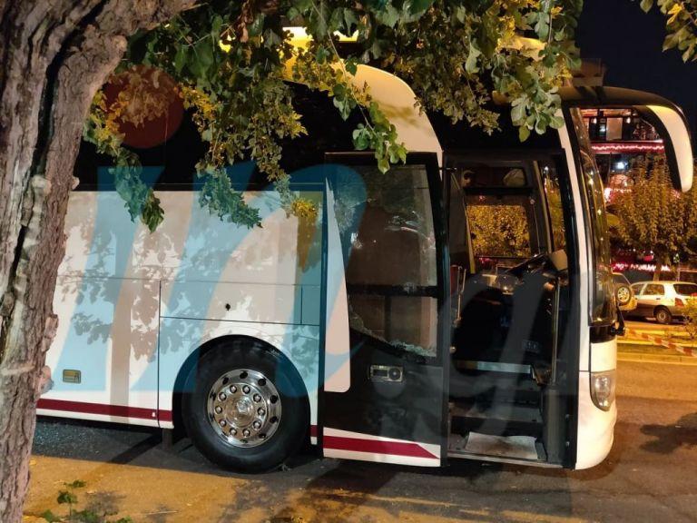 Παραδόθηκε ο δράστης που άνοιξε πυρ κατά λεωφορείου στο Κάραβελ | tovima.gr