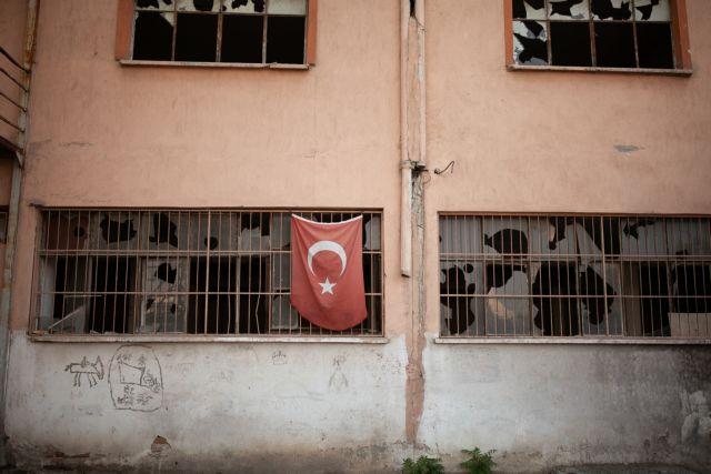Κατεχόμενα: Ενταλμα σύλληψης για τον 16χρονο που κατέβασε τουρκική σημαία | tovima.gr