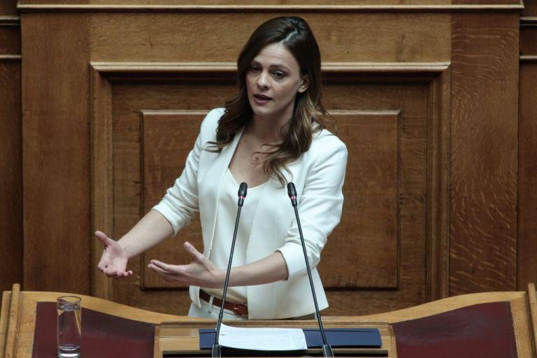 Αχτσιόγλου για αναπτυξιακό ν/σ: Εκδικητική πολιτική για τους εργαζόμενους | tovima.gr