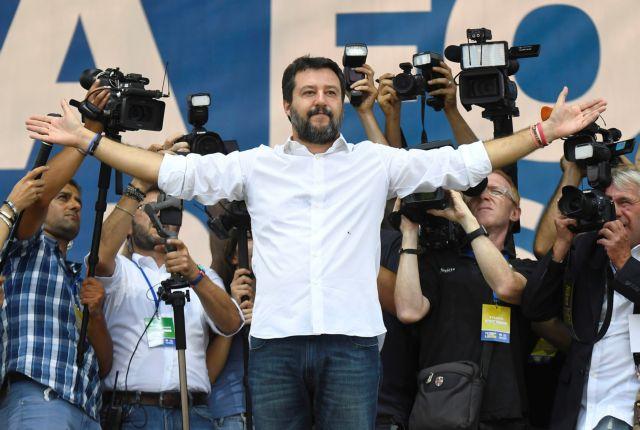 Ιταλία: Ο Σαλβίνι απειλεί με δημοψήφισμα την κυβέρνηση | tovima.gr