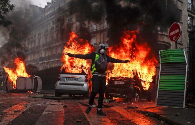 Deutsche Welle: Αποδυναμώθηκαν αλλά δεν ηττήθηκαν τα κίτρινα γιλέκα | tovima.gr