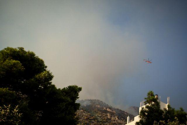 Μαίνεται η μεγάλη φωτιά στο Λουτράκι –  Συνεχείς αναζωπυρώσεις – Σε πορτοκαλί συναγερμό 6 περιφέρειες | tovima.gr