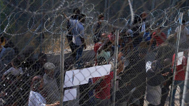 Guardian για προσφυγικό: Στα όρια της καταστροφής τα hotspot στα νησιά | tovima.gr