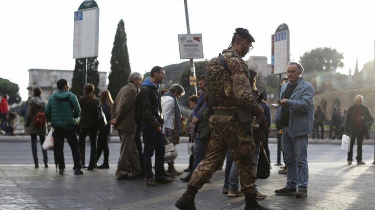 Μαχαίρωσαν με ψαλίδι στρατιώτη στο Μιλάνο | tovima.gr
